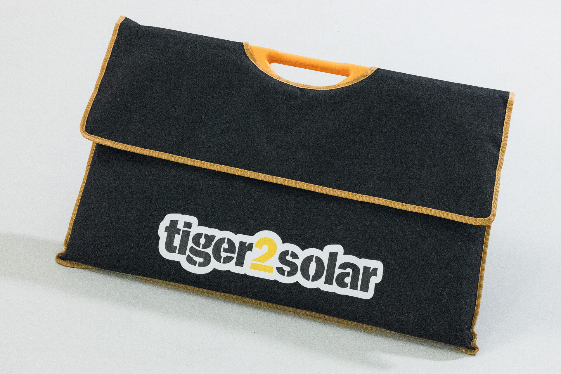 Version 02, mit USB-Anschluss, Solartasche von Tigerexped