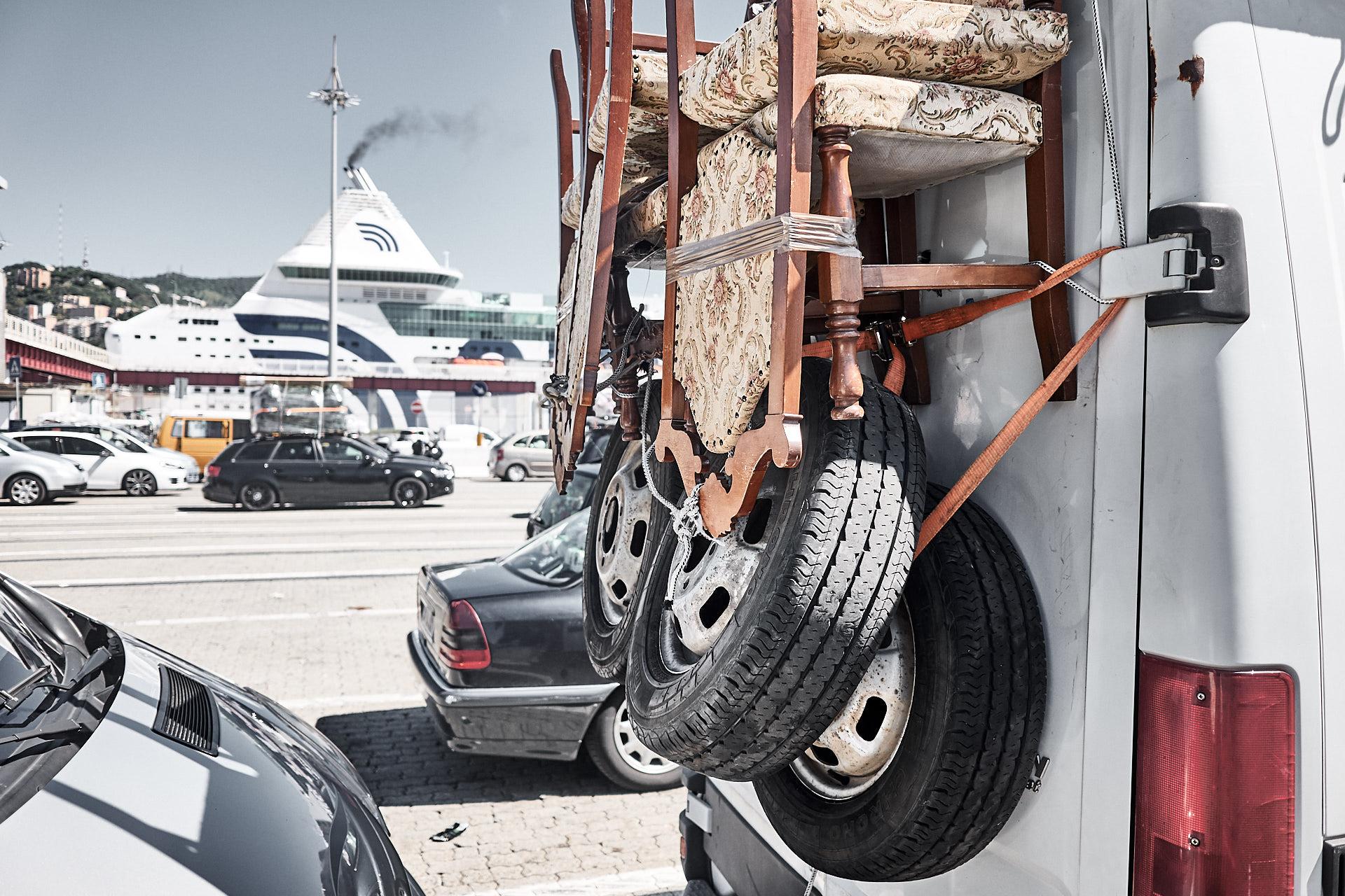 Hafen in Genua, sensationell gepackte Fahrzeuge