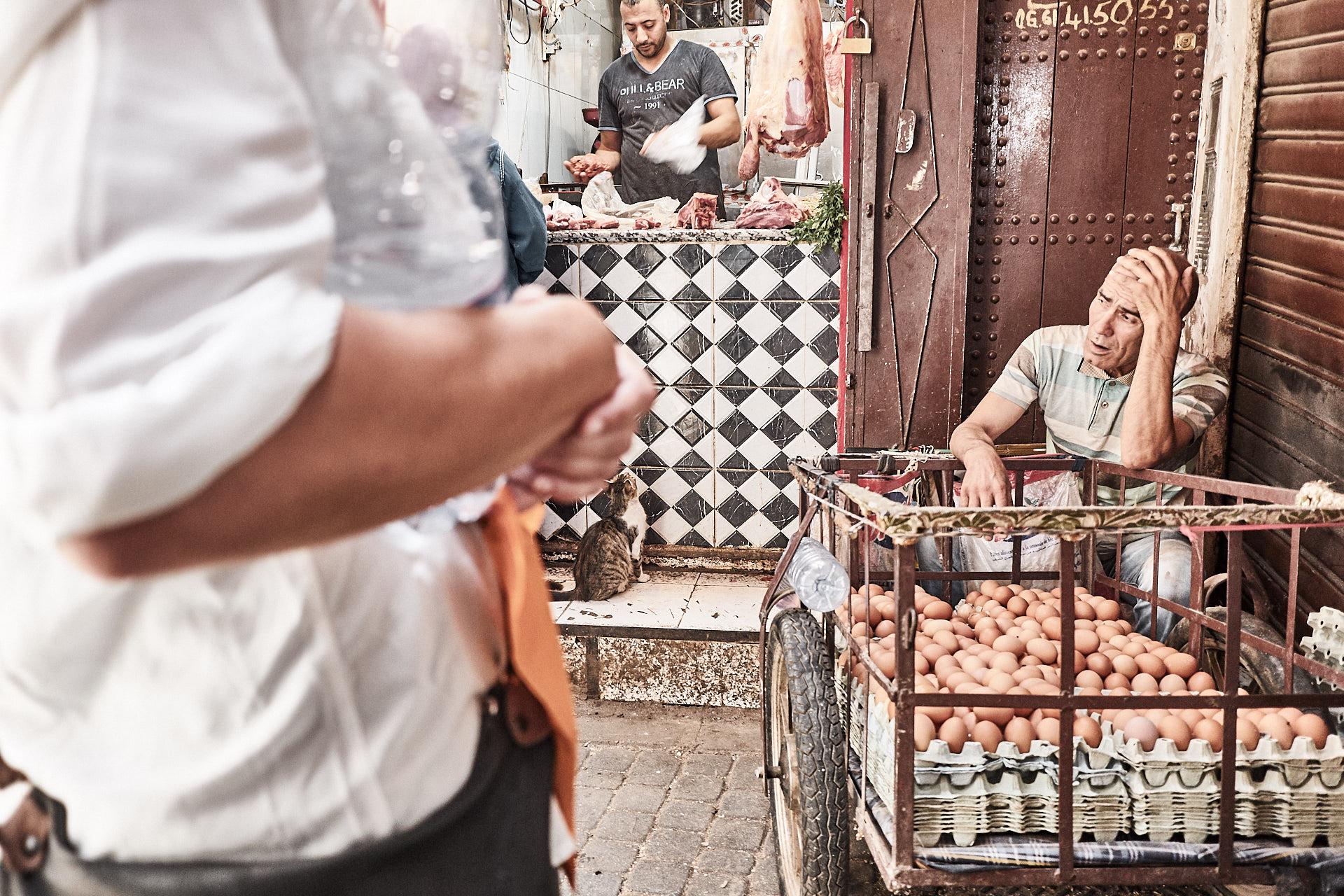 Eierhändler vor Fleischer