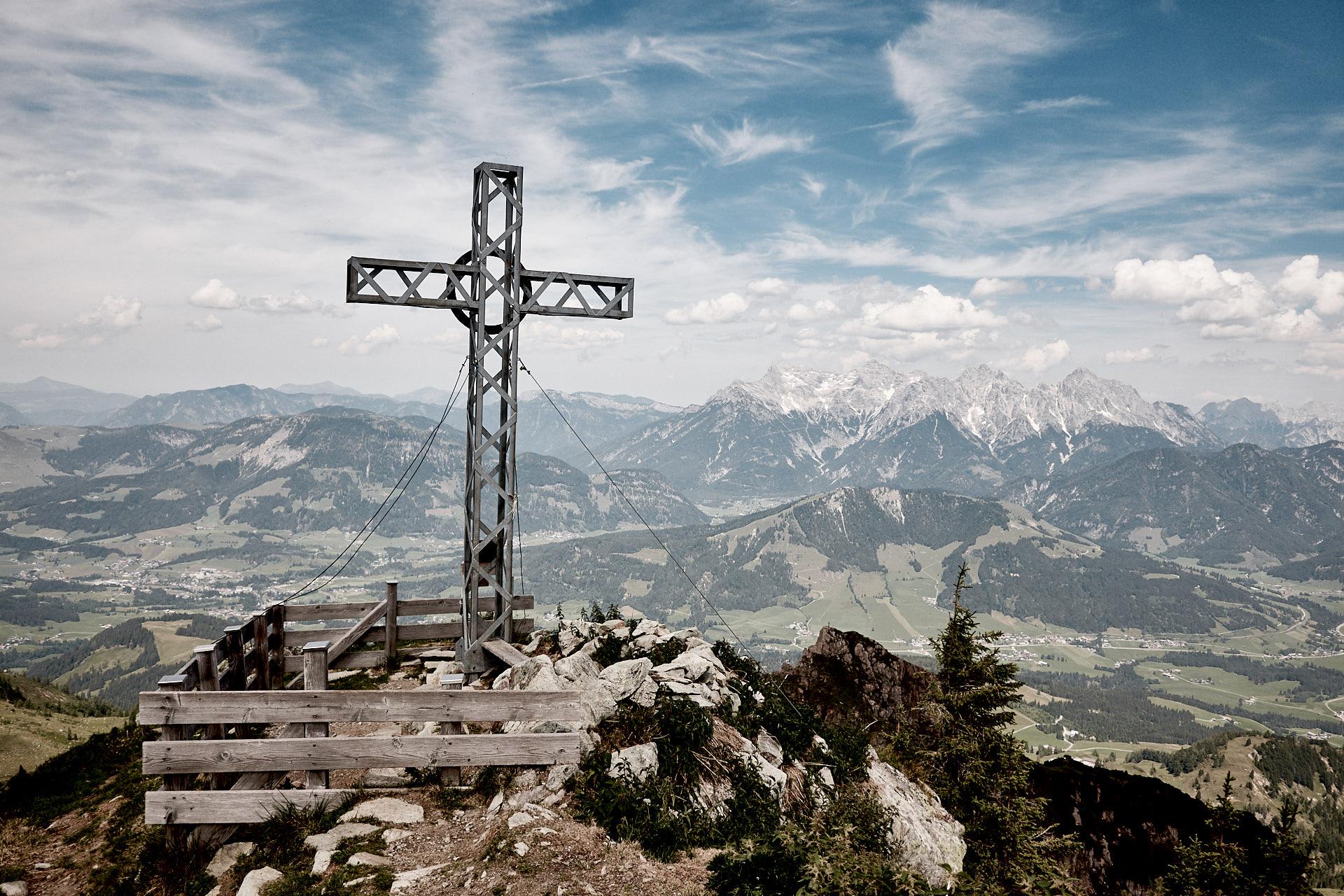Gipfelkreuz Henne, Fieberbrunn, Österreich, Alpen, Tirol