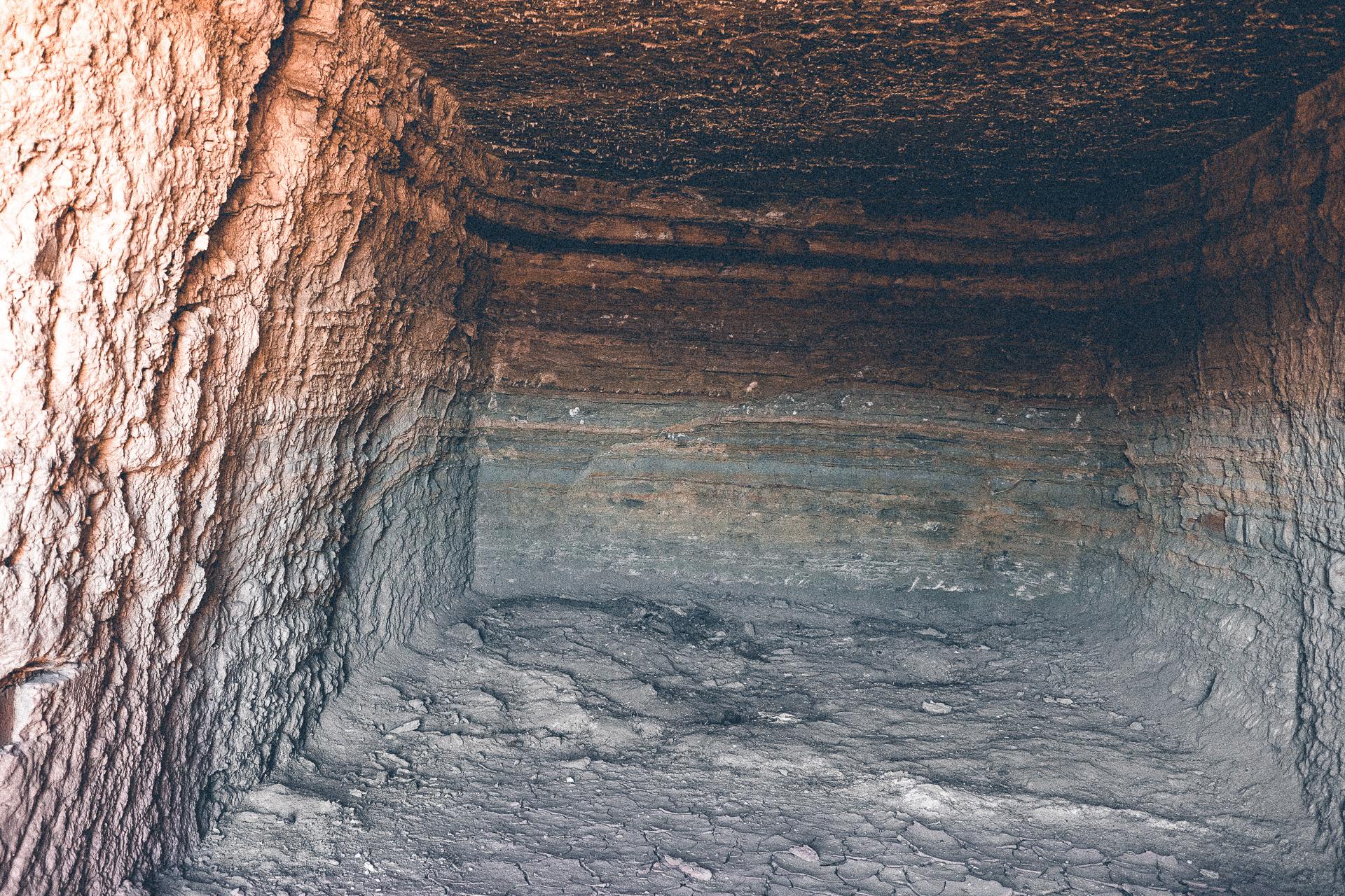 Höhle in Fels geschlagen