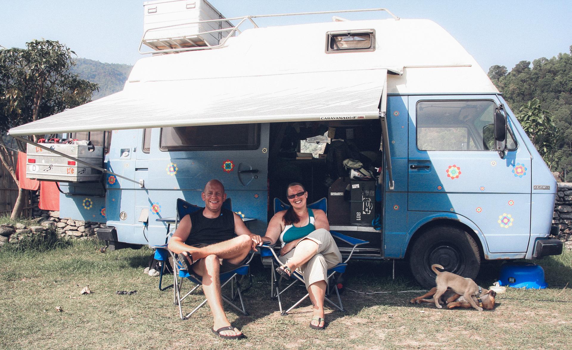 Daniela und Micha vor Ihrem LT