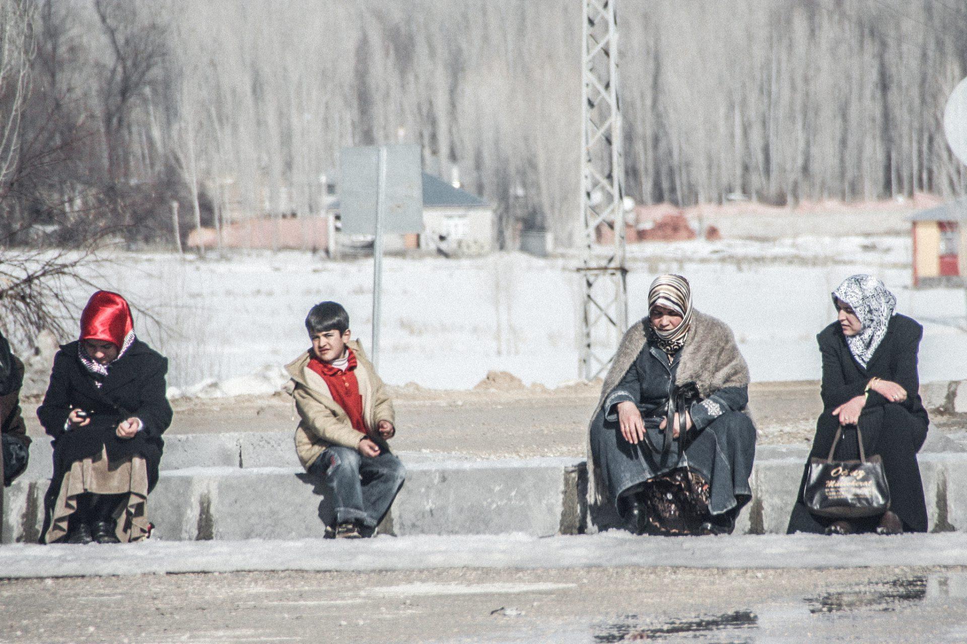 Warten auf den Dolmus, Dogubayazit, Türkei