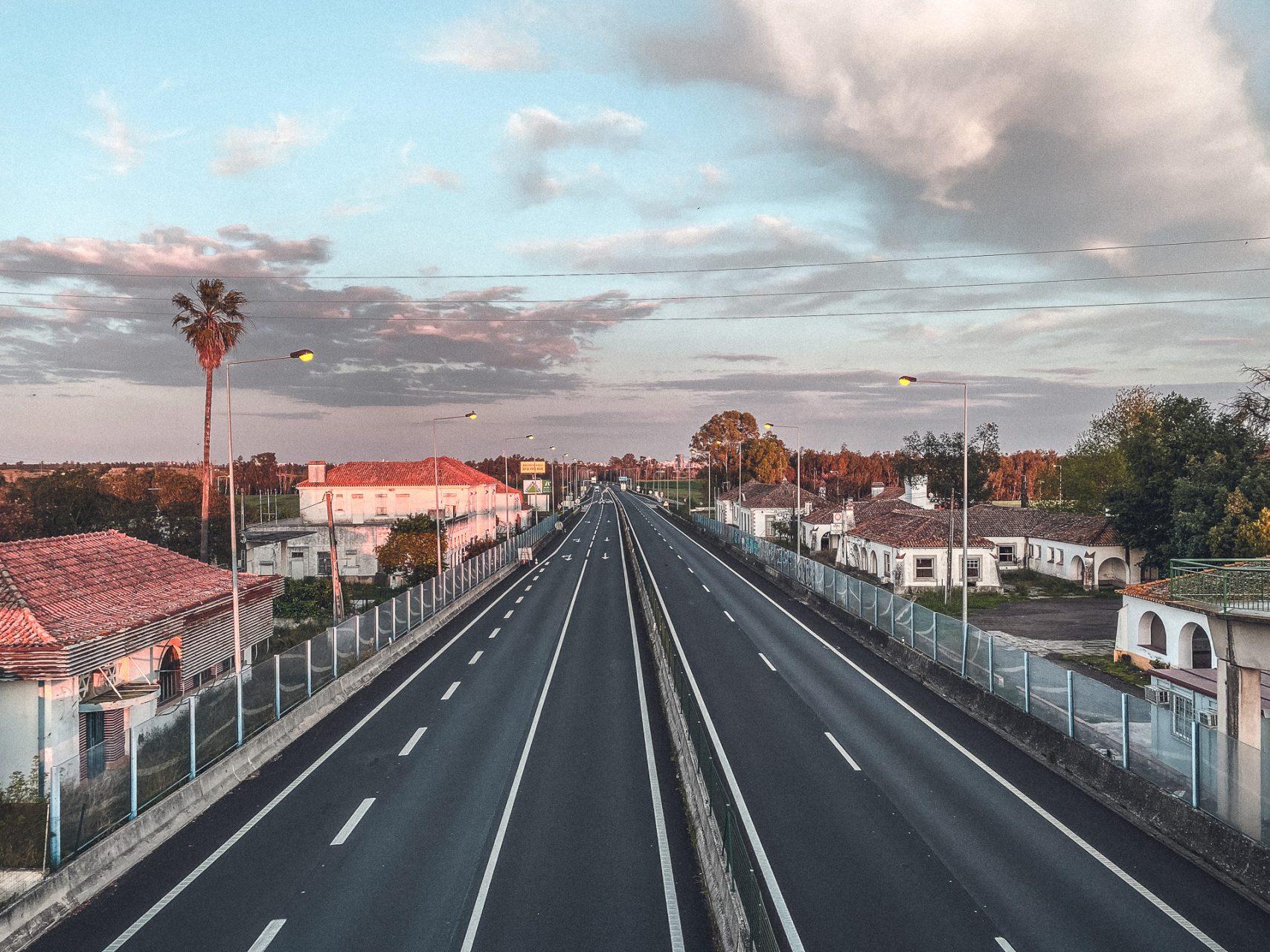 Leere Strassen an der Grenzstation